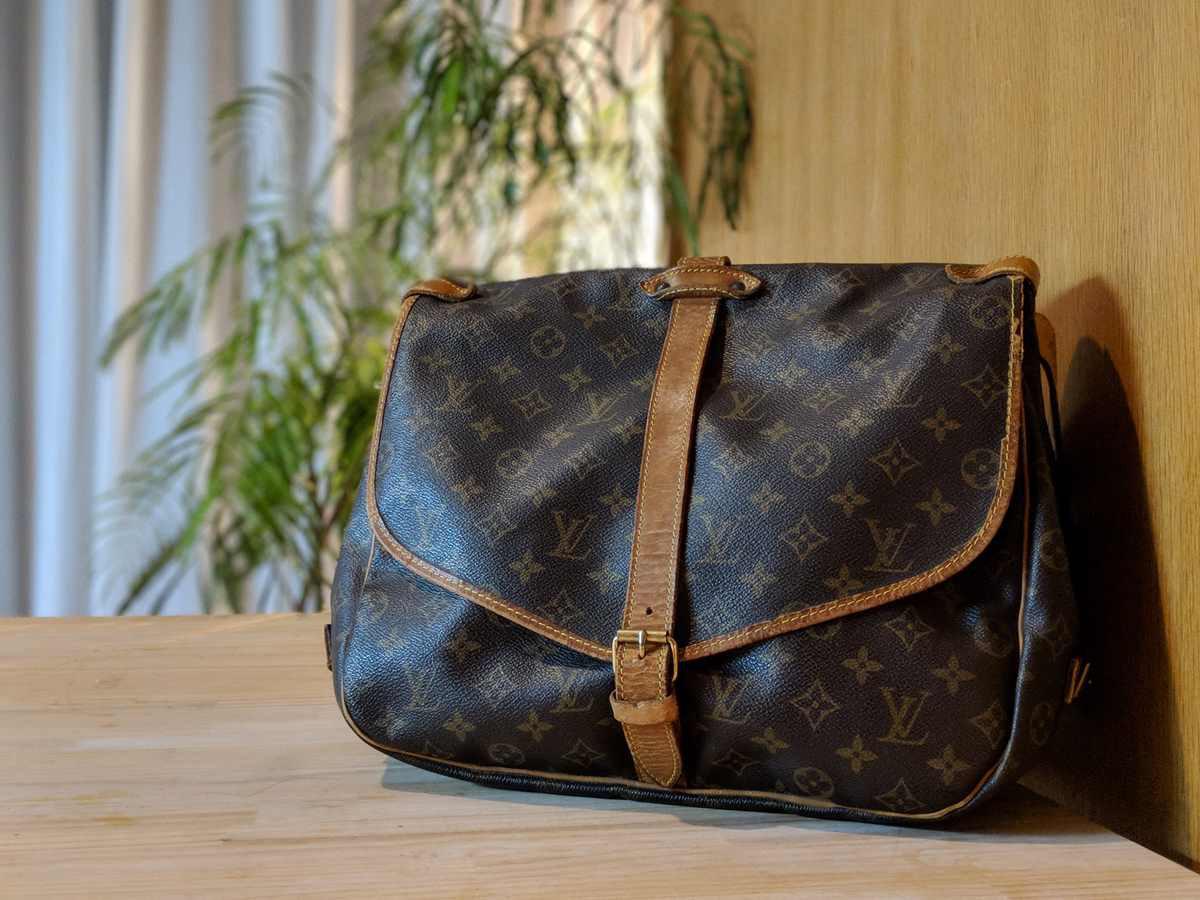 モノの本質が分かりづらい世の中だから、ルイ・ヴィトンのバッグを黒く染めてみた。